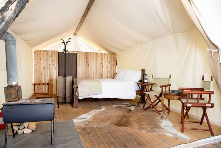 Under Canvas Rushmore - Deluxe Tent