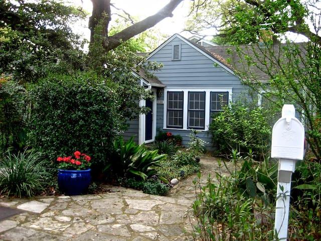 Single room in cozy house 10 min walk to SOCO! - Austin - Talo