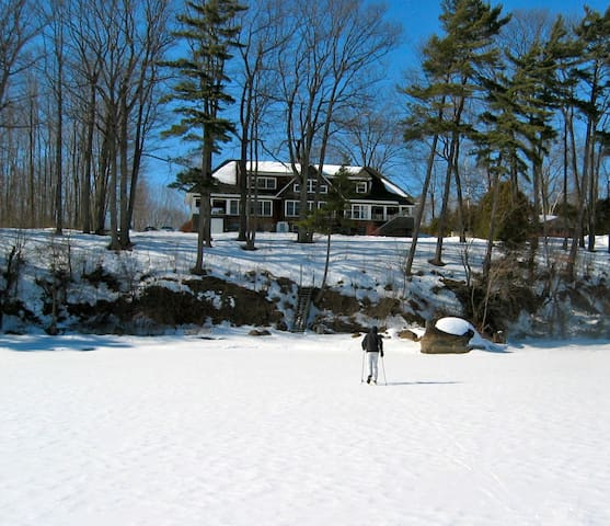 Lakefront home with private beach - Shelburne - Ház