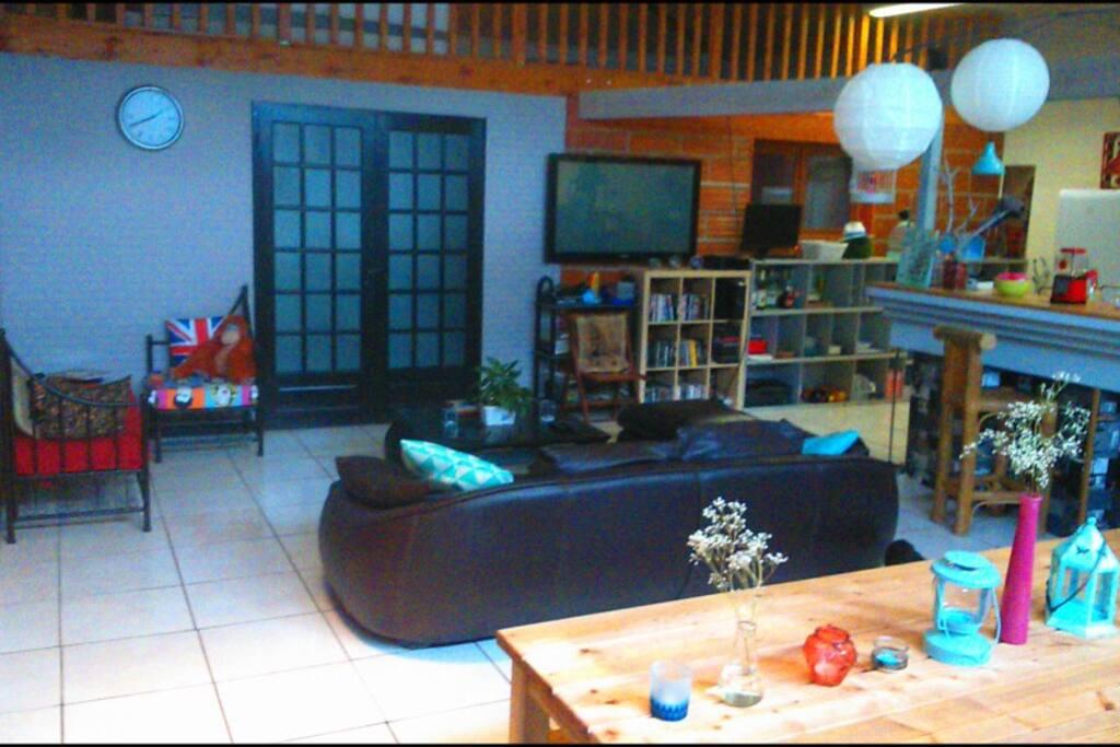 Chambre dans loft atypique lofts en alquiler en eysines for Loft atypique bordeaux