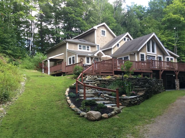 Hidden gem at base of ski mountain. - Charlemont - Apartment