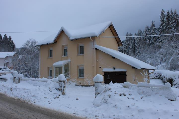 maison  spacieuse maxi 5 pers - Ventron - บ้าน