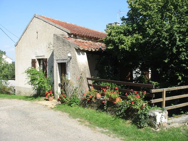 Cosy  cottage in tranquil hamlet. Pets Welcome. - Laguépie - Haus