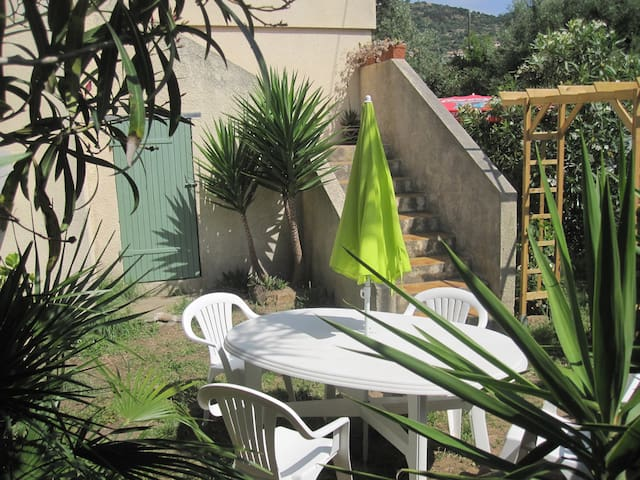 Apartment with garden in villa - Bormes-les-Mimosas - Apartemen