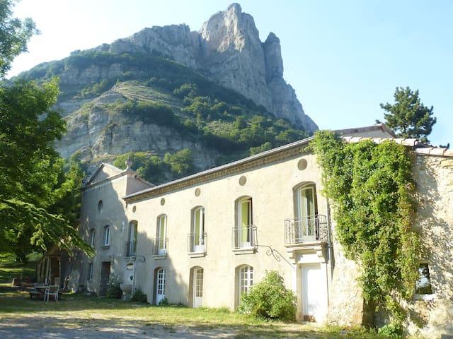 Domaine d'exception pour groupe dans site naturel - La Chaudière