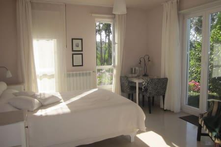 Bauernhauszimmer mit privatem Bad und Garten - Beranga