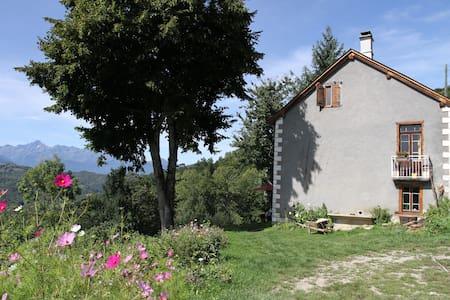 Chambres et table d'hôte biologique en Ariège - Biert - Bed & Breakfast