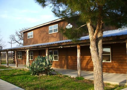 GRANBURY LOG HOME - FAMILIES/GROUPS - Cabaña