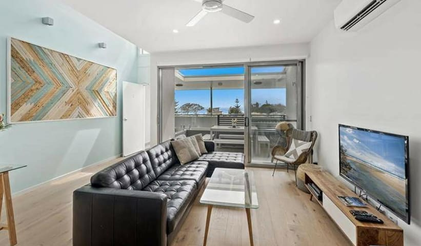 Modern 2 bed apt with ocean views, relaxed feel.