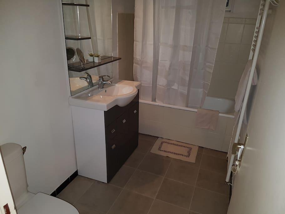 Salle de bain privé accolée à la chambre