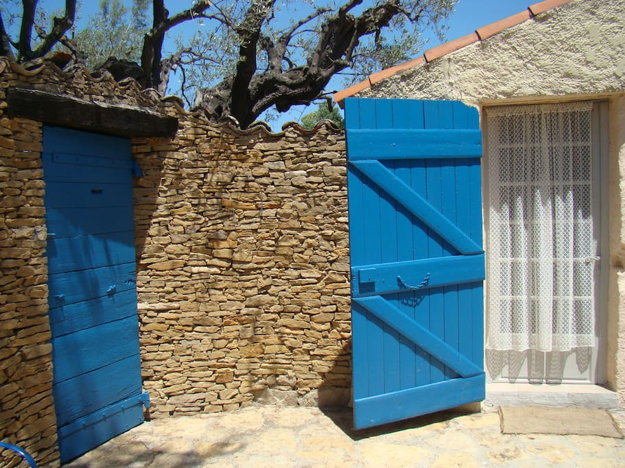 Cabanon avec terrasse houses for rent in le beausset for Cabanon de terrasse