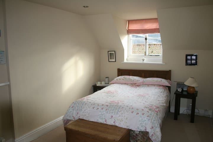 1 of 3 rooms - Double bed & private shower room - Lincolnshire - Bed & Breakfast