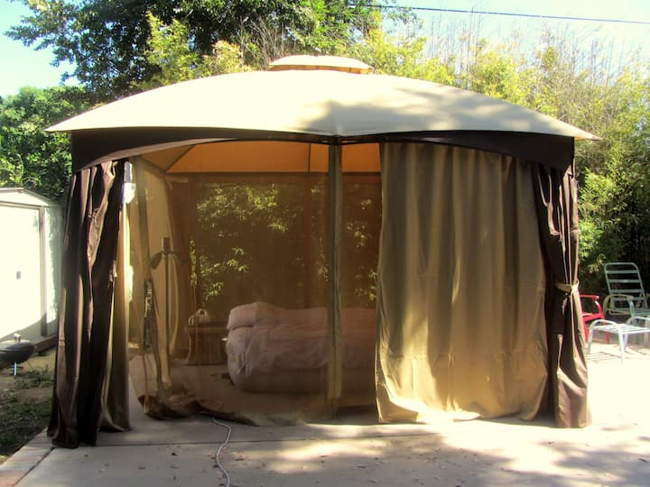 Glamping in a Beautiful Backyard with a Hot Tub!