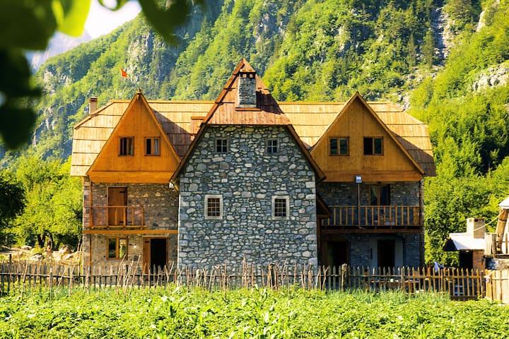 Theth Shpella Guesthouse Albania Mountain