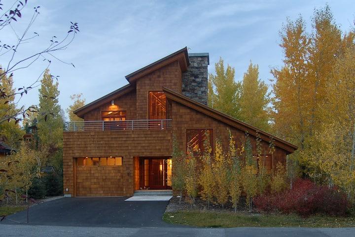 Luxury Home, Reasonable Rates!