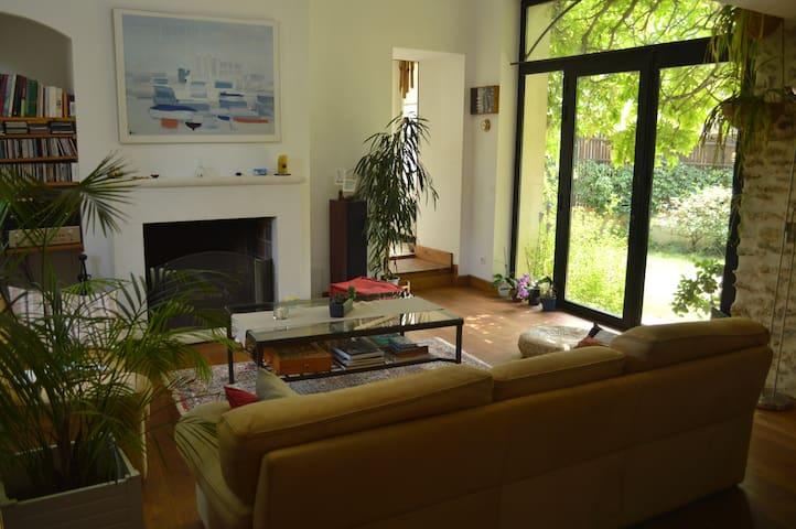 chambre privée  à - d'1 h de Paris - Garancières - บ้าน
