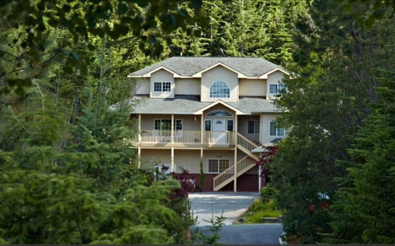 Get-a- way retreat in CDA hills - Coeur d'Alene
