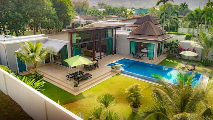 3 BEDROOM LUXURY POOL VILLA NEAR LAGUNA AREA