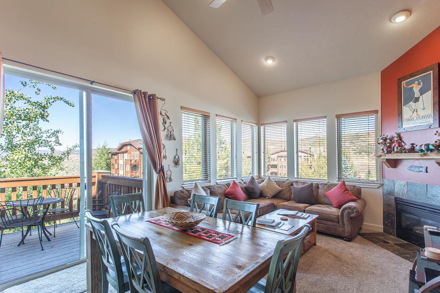 Fantastic top floor corner unit with lots of light in open concept layout
