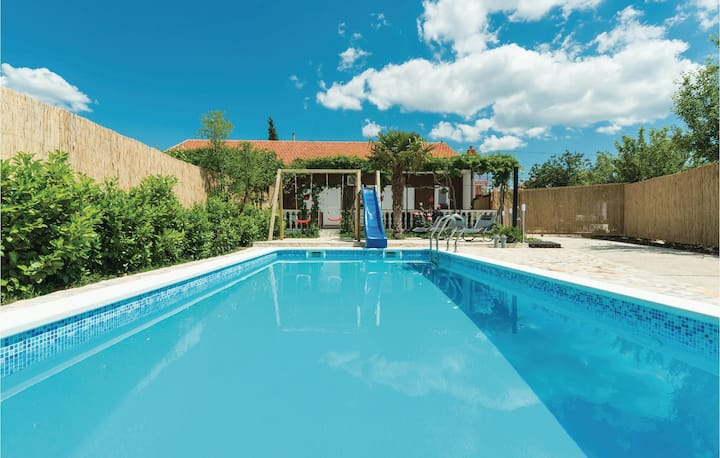 Amazing home in Sibenik with WiFi and 2 Bedrooms