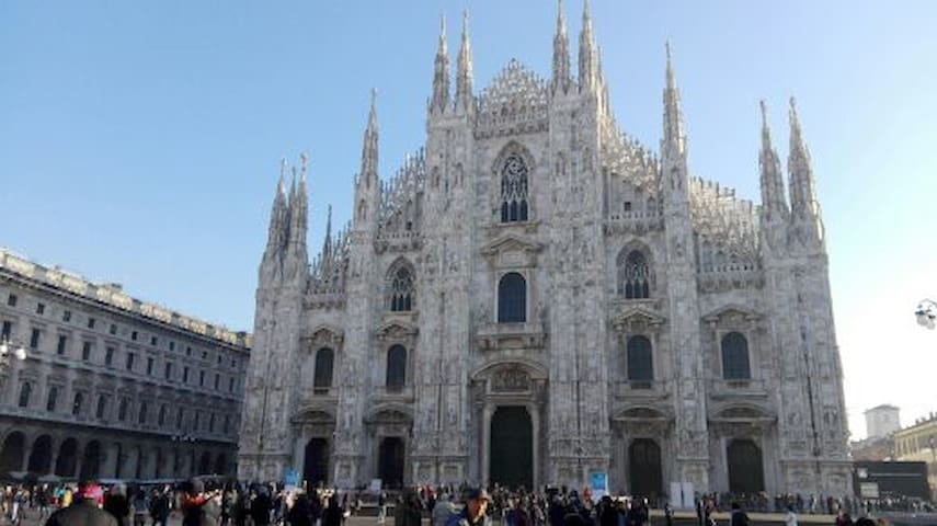 The Duomo is at 25 minutes walk.