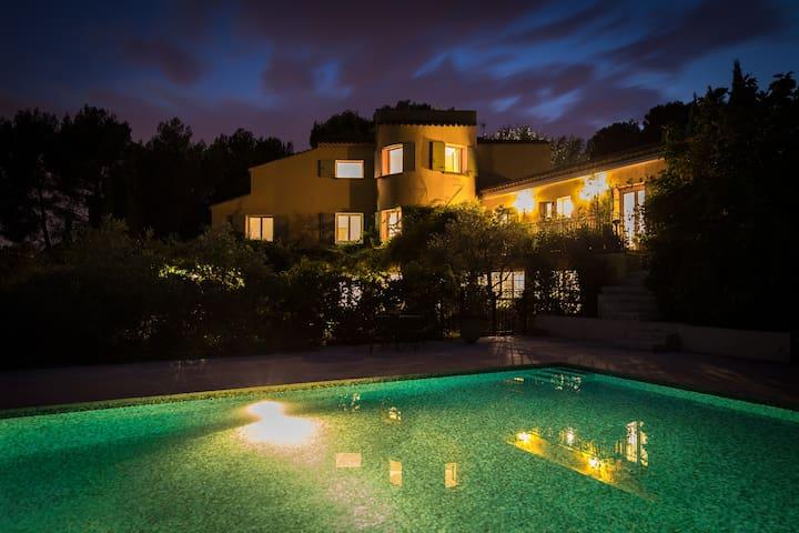 Appartement 76 m² terrasse 60m² dans VILLA+PISCINE - Ventabren - Appartement