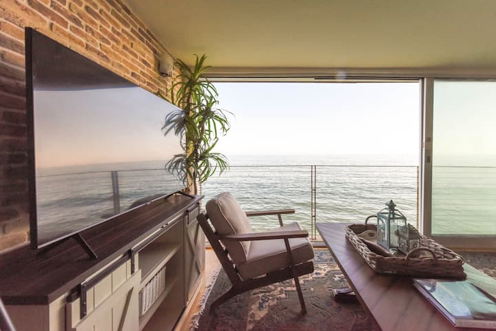 Malibu Beach Condo on the Sand, Amazing Ocean View