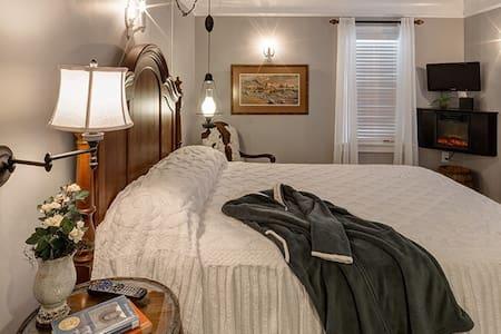 Three-Bedroom Friends/Family Suite - 弗林特(Flint)