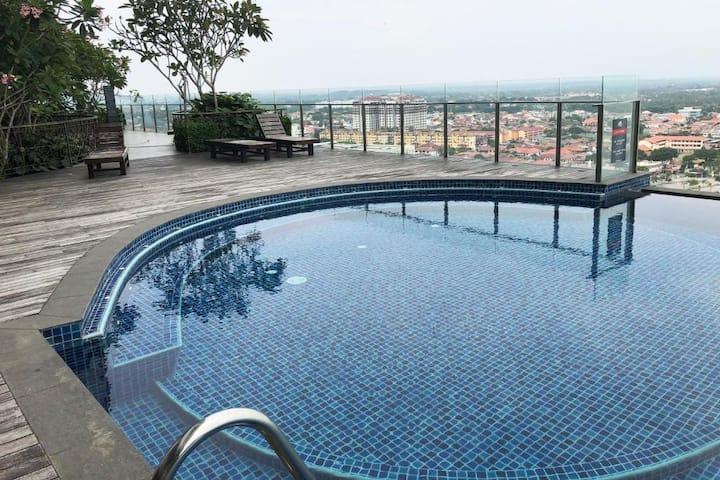 A33-07 Vesta Home@Silverscape Residences Skybar, Pool & more