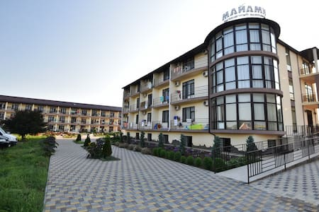 Сдаю комнаты в курортном отеле - Kuchugury - Bed & Breakfast