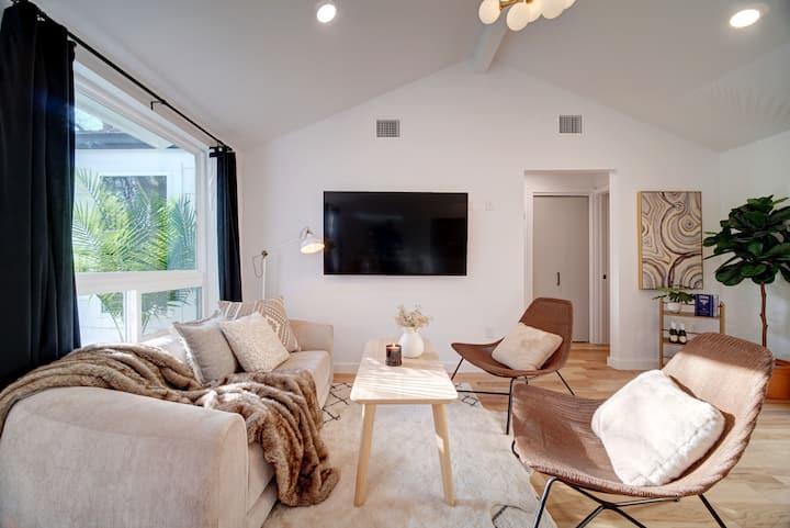 Classy & Clean Craftsman Cottage | Near UT Austin