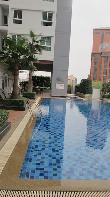 The pool is free to swim, you can see bangkok view from here