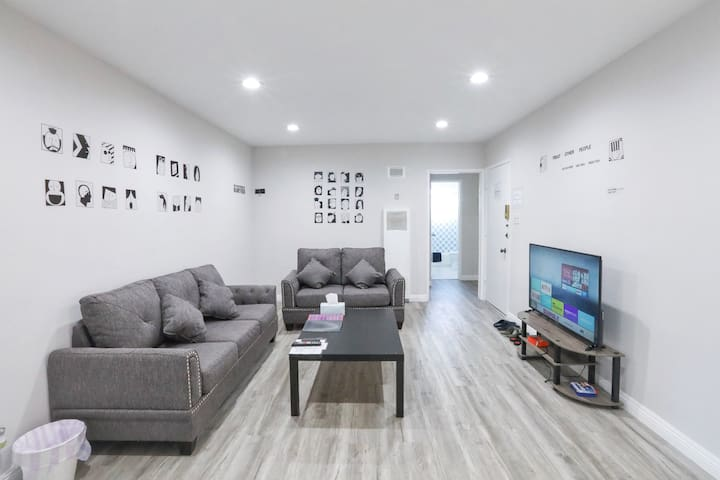 Spacious Cool Style Condo in Beverly Hills 1BA1BR