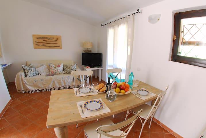 Casa S. Maria, Porto Pollo 2 Zimmer und Garten - Porto Pollo - Leilighet