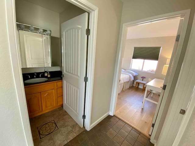 Private Room & Bathroom in Highland Park