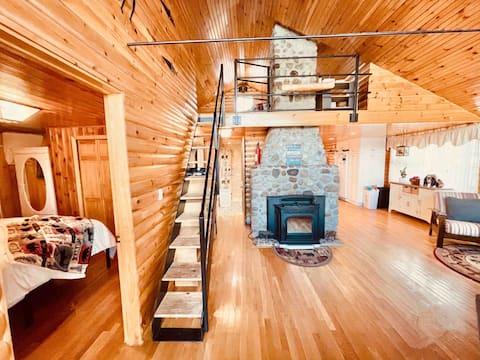 2 Bedroom/1 Loft/ 1 Bath, Private Waterfront Cabin