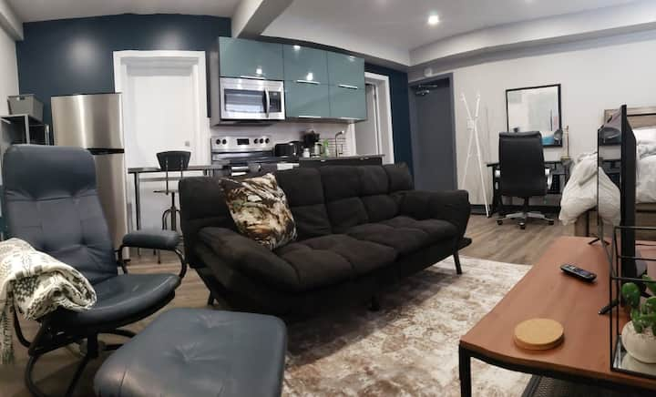 Clean/modern central studio --#1B