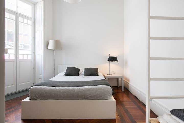 Baixa24 - City Center Private Sun Deck Apt Room 1
