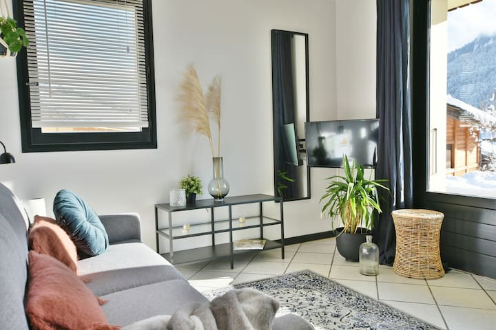 Lovely little 1 bed apt for 2/4 with stunning views & a quiet setting!