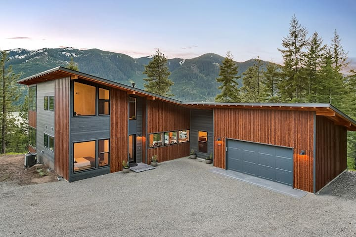 Secluded Modern Hm w/ Hot Tub_4th Nt FREE_STUNNING Views_Covrd Patio_Fire Pit