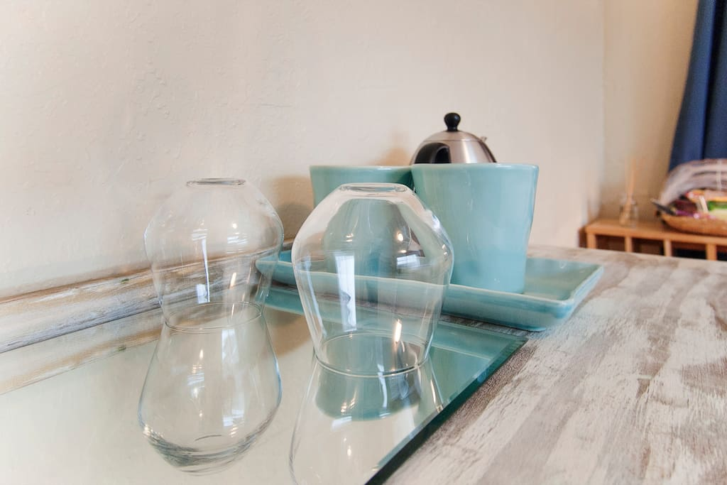 Glasses, mugs, and an electric kettle