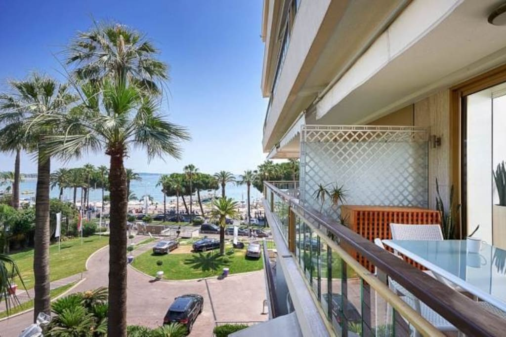 Amazing garden and sea view from the terrace! Croisette is waiting for you!