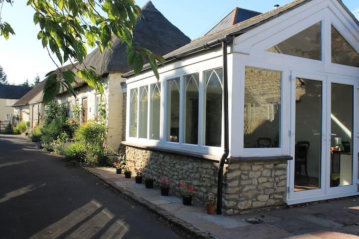 Cosy and Idyllic Cottage Retreat