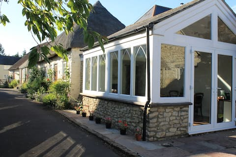 Cosy and Idyllic Cottage Retreat - Self Contained