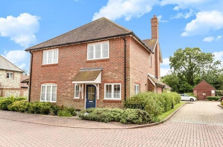Modern house close to Chichester and Goodwood