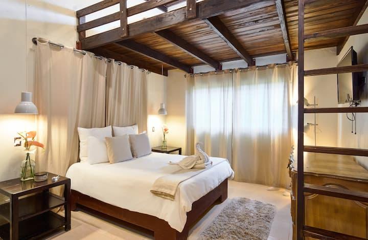Family Room w/Loft Beds & Adjacent Bathroom 2