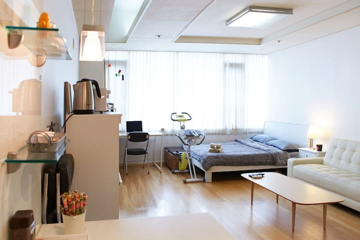 Spacious Studio / 2mins to metro/ Central Location - Guro-gu - Appartamento