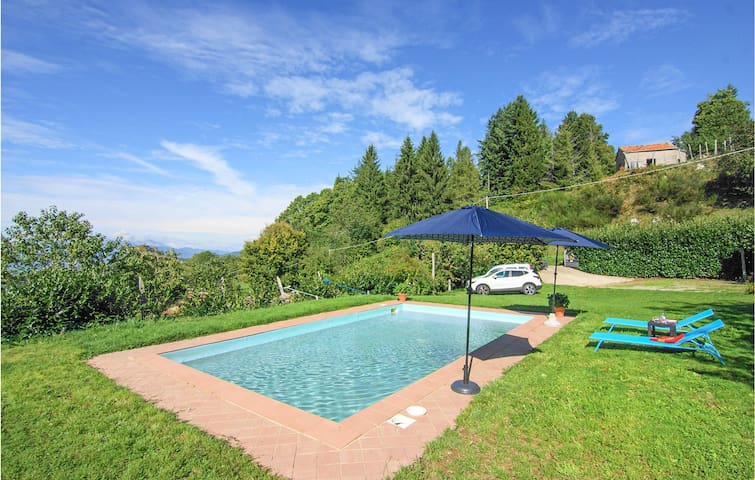 Holiday cottage with 3 bedrooms on 90m² in Montefegatesi (LU)