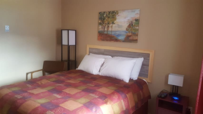 L'il Red Inn Room # 2