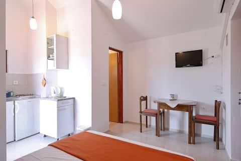 Koselig leilighet for 2 - 50m fra stranden!